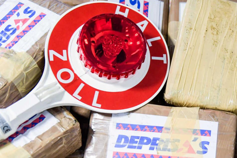 Päckchen, in denen sich abgepacktes Kokain befindet, liegen beim Zoll Hamburg.