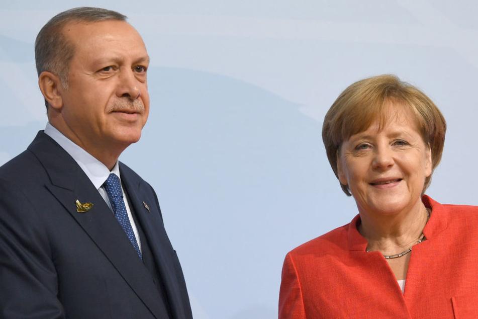 Bundeskanzlerin Angela Merkel begrüßt Recep Tayyip Erdogan, Präsident der Türkei, beim G20-Gipfel.
