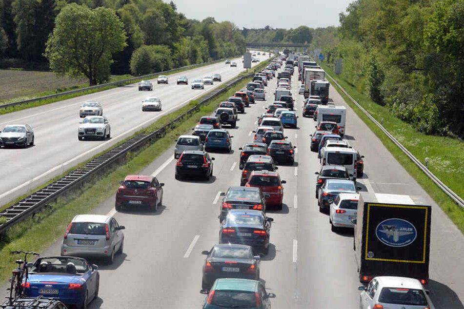 Acht Kilometer Stau: Ein Toter nach schwerem Unfall auf A1!