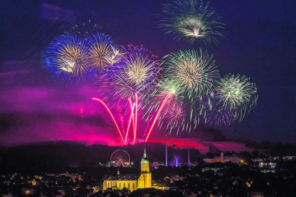 Annaberg-Buchholz lässt es zur 500-Jahrfeier der KÄT ordentlich krachen. Das traditionelle Feuerwerk ist für viele Besucher der Höhepunkt des Volksfestes.