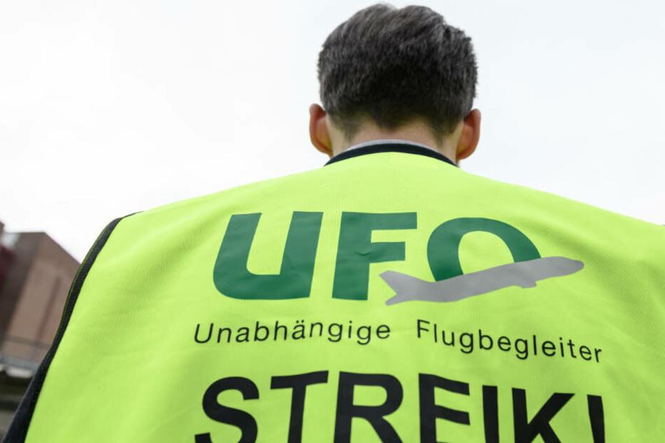 Bis Neujahr soll der Streik der Flugbegleiter andauern (Archivbild).