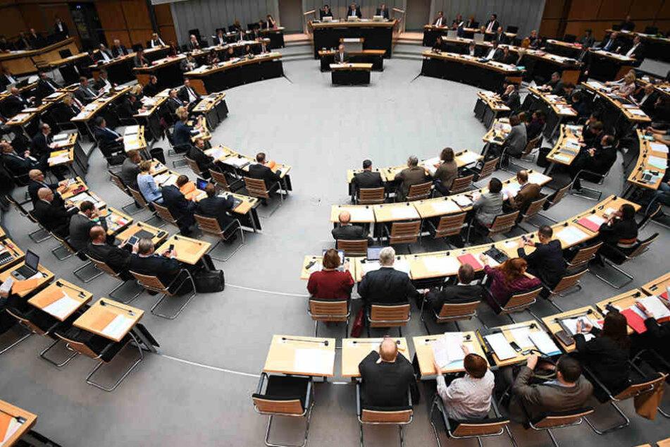 Statt im Abgeordnetenhaus zu sitzen, können die Volksvertreter ein externes Büro beziehen.