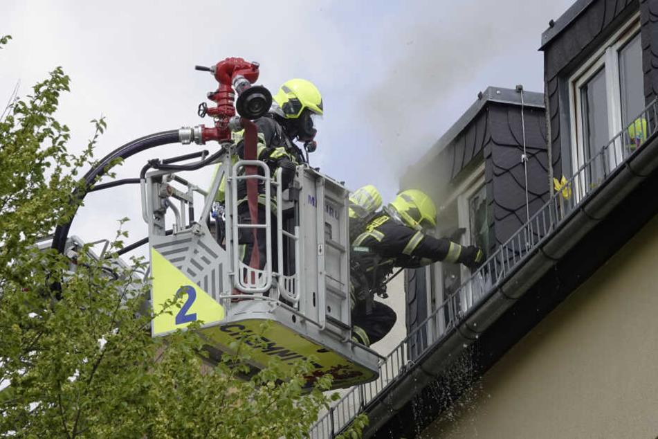 Das Feuer war in einer Wohnung im Dachgeschoss ausgebrochen.