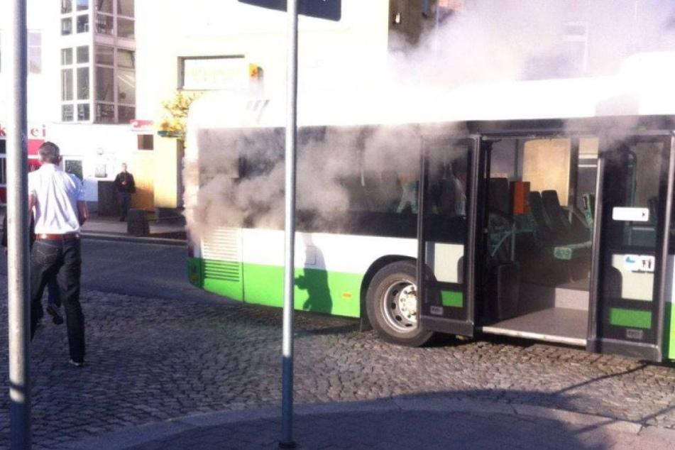 Schrecksekunde: Feuer bricht in Schulbus aus