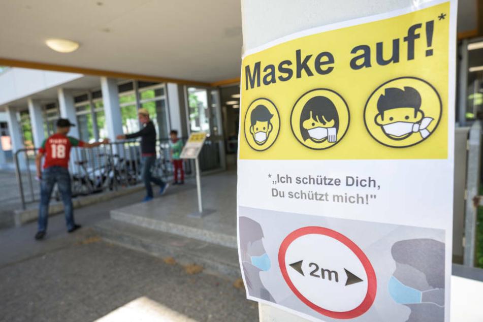 Laut ZDF-Politbaromter halten 60 Prozent die geltenden Schutz-Maßnahmen für angemessen (Archivbild)