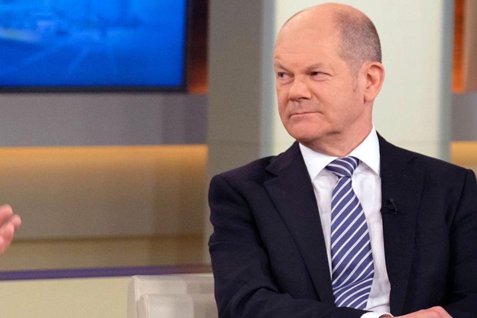 """Bundesfinanzminister Olaf Scholz (59, SPD) will die DHL-""""Einstellungspraxis"""" nicht hinnehmen. Er möchte den Einfluss des Bundes für eine Änderung der Kriterien nutzen."""