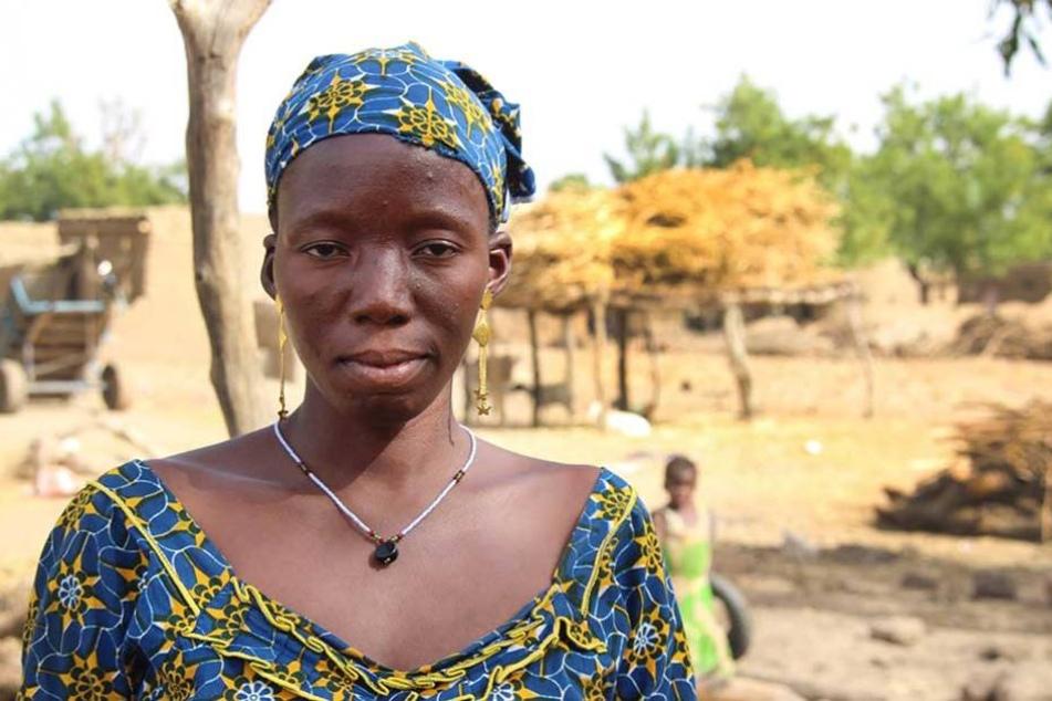 Das 16-jährige Mädchen Sanamba ist schon mit 14 Jahren verheiratet worden. Das bedeutete das Ende ihrer Schulbildung.
