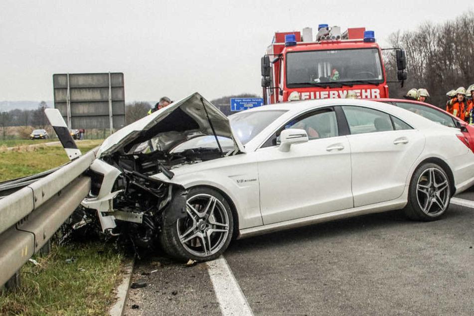 In diesem Mercedes CLS saßen ein 19-Jähriger sowie eine 20 Jahre alte Frau.