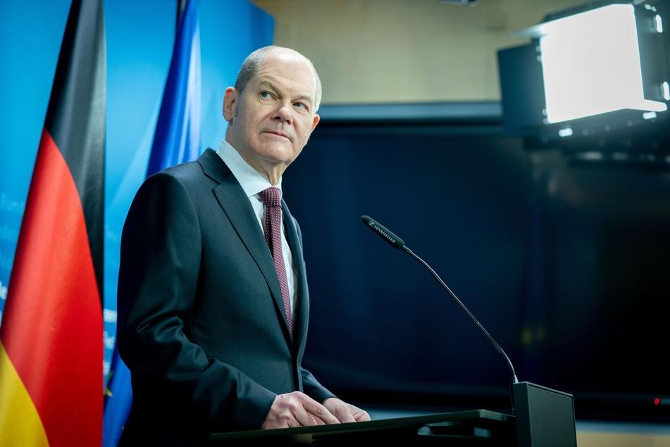 Bundesfinanzminister Olaf Scholz (62, SPD) sagte auch, dass es noch zu früh sei, um über Lockerungen zu sprechen. Man wolle aber gemeinsam über Öffnungsstrategien sprechen.