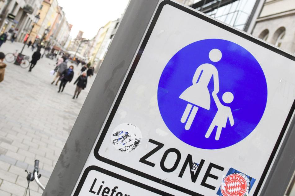 Die Stadt München will Fußgängern und Kindern zusätzliche verkehrsberuhigte Räume zur Verfügung stellen. (Symbolbild)