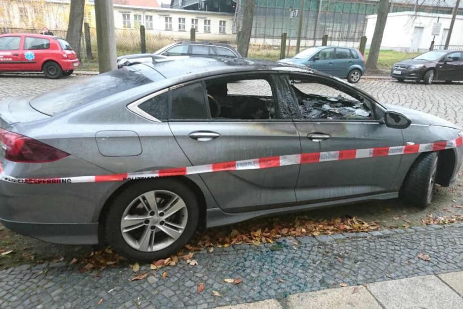 Der Opel Insignia ist im Innenraum komplett ausgebrannt.