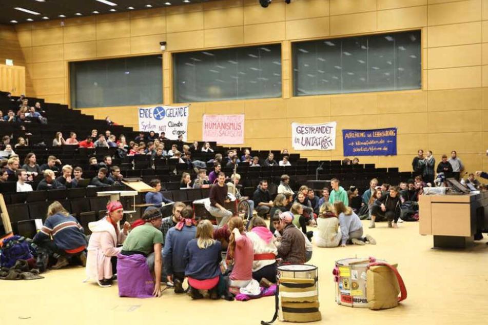 Das Hörsaalzentrum, kurz HSZ, ist von Streikenden besetzt.