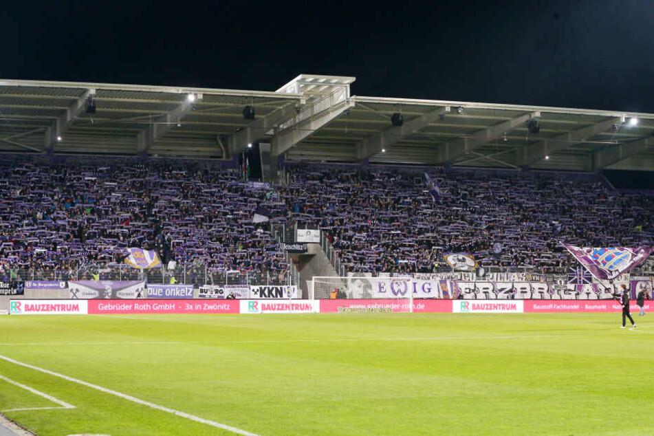 Die Auer Fans sind von den Auftritten ihrer Veilchen begeistert - im Erzgebirge herrscht Fußball-Euphorie.
