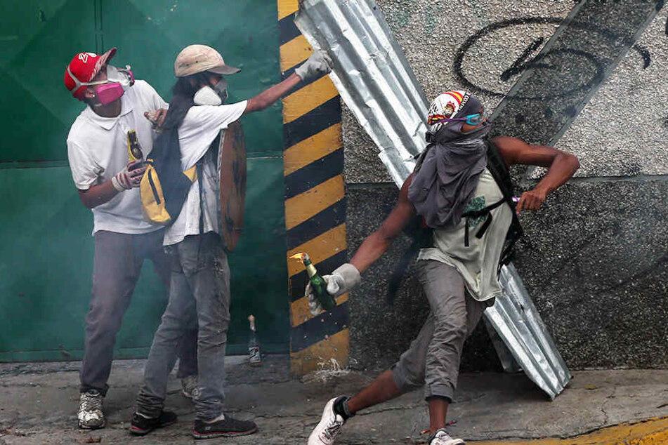 Bei den Protesten sind schon drei Menschen ums Leben gekommen.