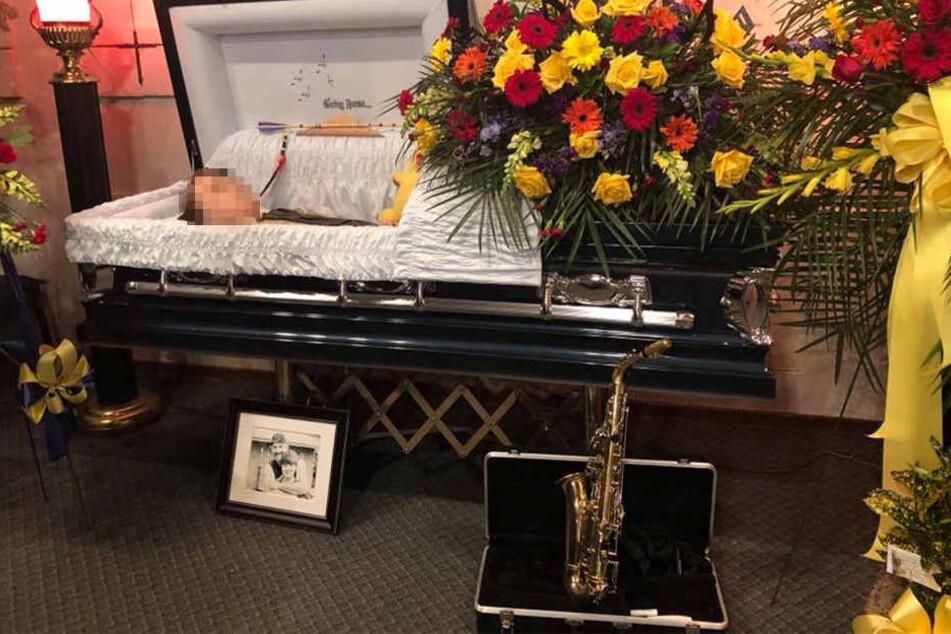 Der kleine Andy bei seiner Beerdigung. Der Junge wurde nur 12 Jahre alt.