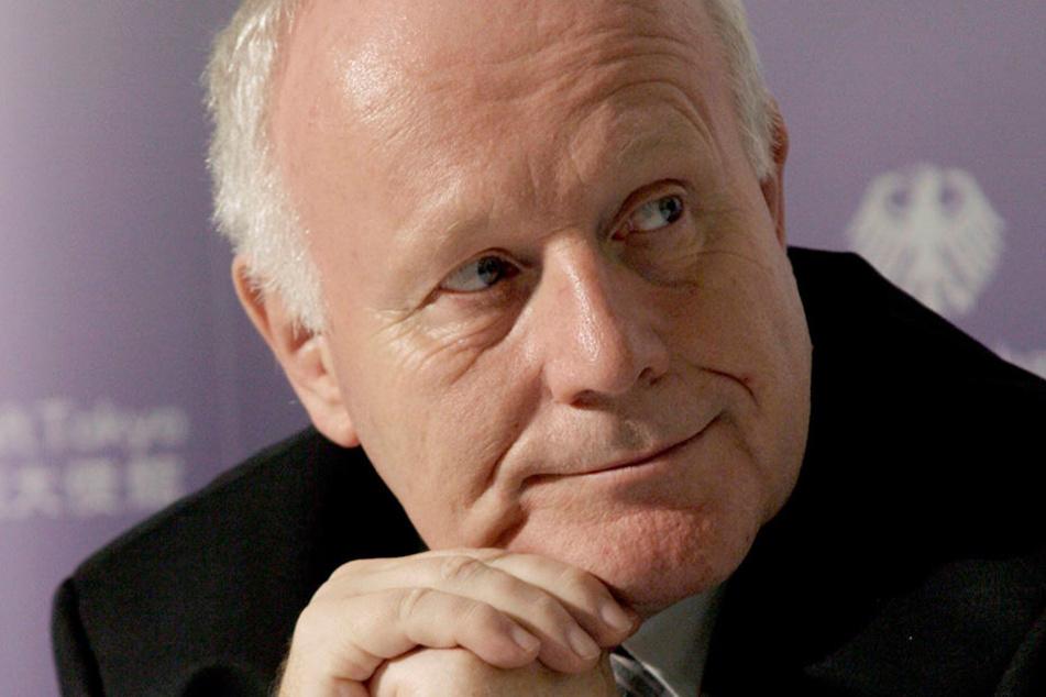 Unter Ministerpräsident Georg Milbradt (heute 73) wurde die Kreisreform vorbereitet. Bei der Einführung war allerdings schon Nachfolger Stanislaw Tillich gut zwei Monate im Amt.