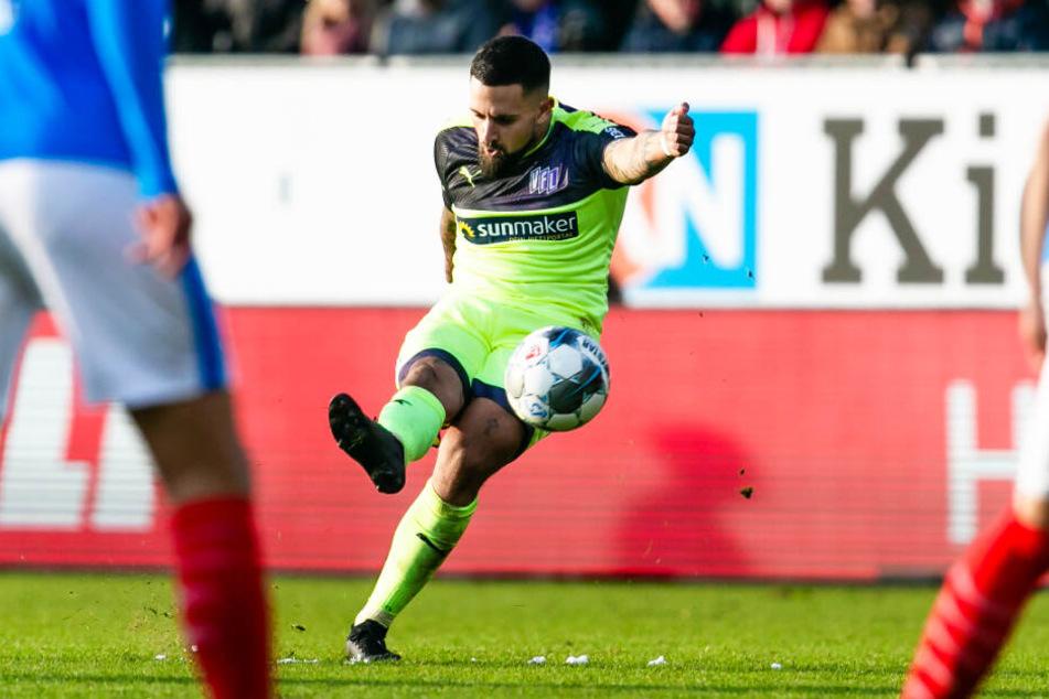 Marcos Alvarez erzielte in der laufenden Zweitliga-Saison neun Tore in 18 Spielen für den VfL Osnabrück. Hier trifft er am 7. Dezember 2019 gegen Holstein Kiel per Freistoß.