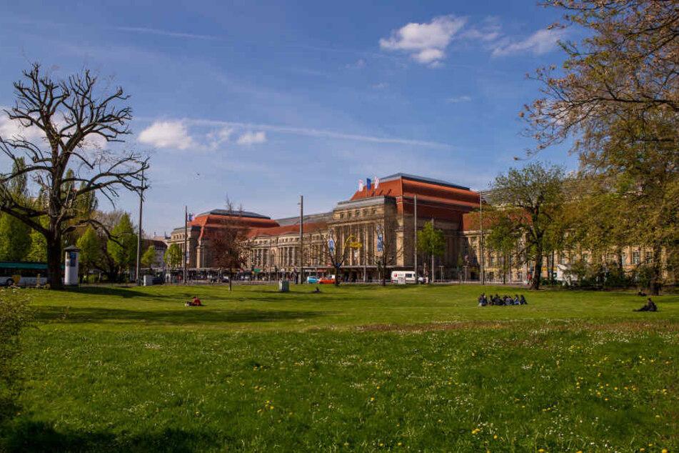 In den Parkanlagen um den Leipziger Hauptbahnhof wird gedealt, was das Zeug hält. Bei einer Riesen-Kontrolle wurden jetzt zahlreiche Personen überführt.
