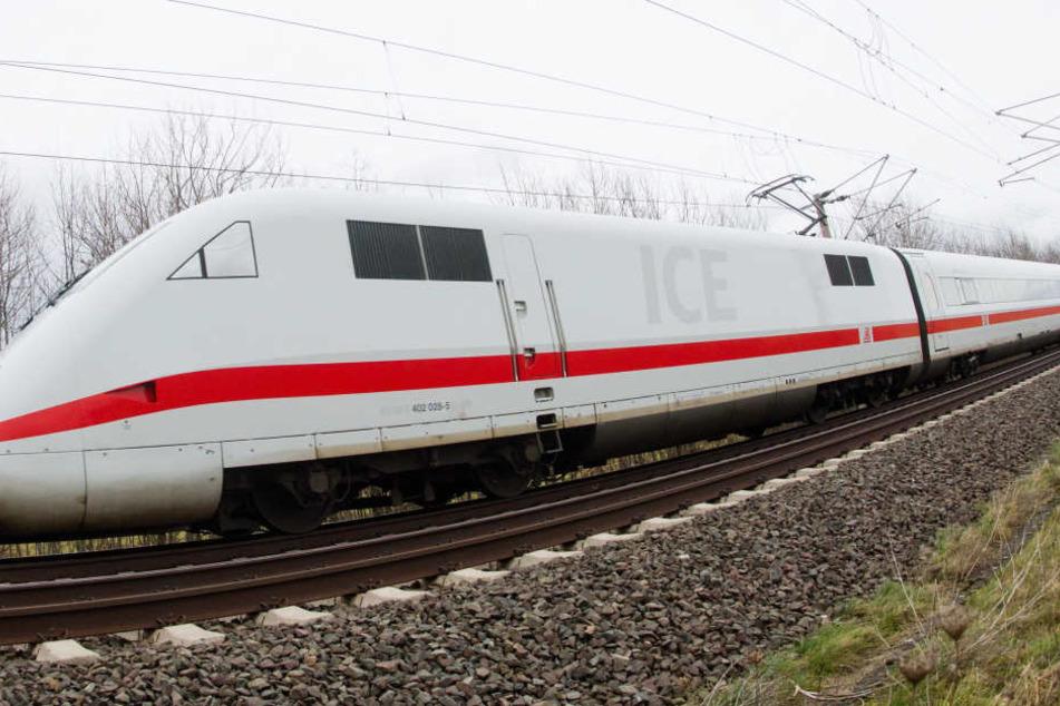 Der ICE 1634 ist bei Jüdendorf im südlichen Sachsen-Anhalt liegen geblieben.