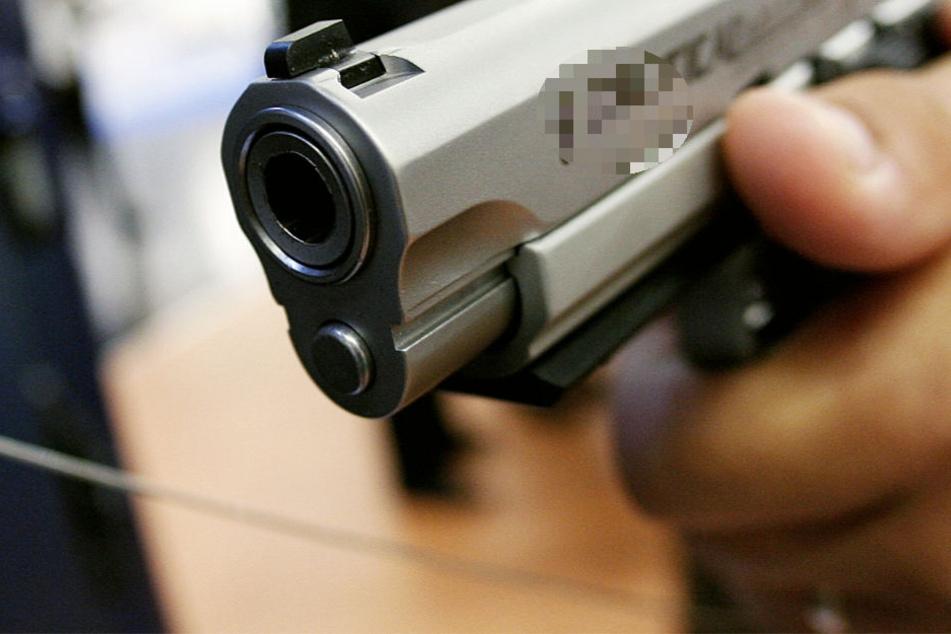 Der Restaurant-Chef wurde mit einer Pistole bedroht (Symbolbild).
