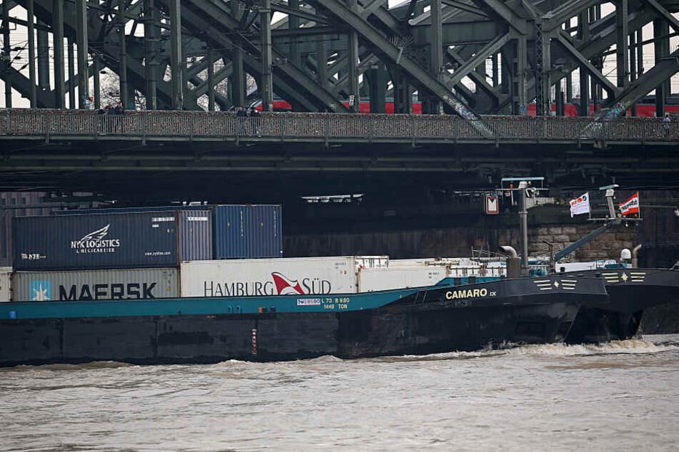 Die Brücken müssen instand gehalten werden, damit die Züge weiter über sie fahren können.