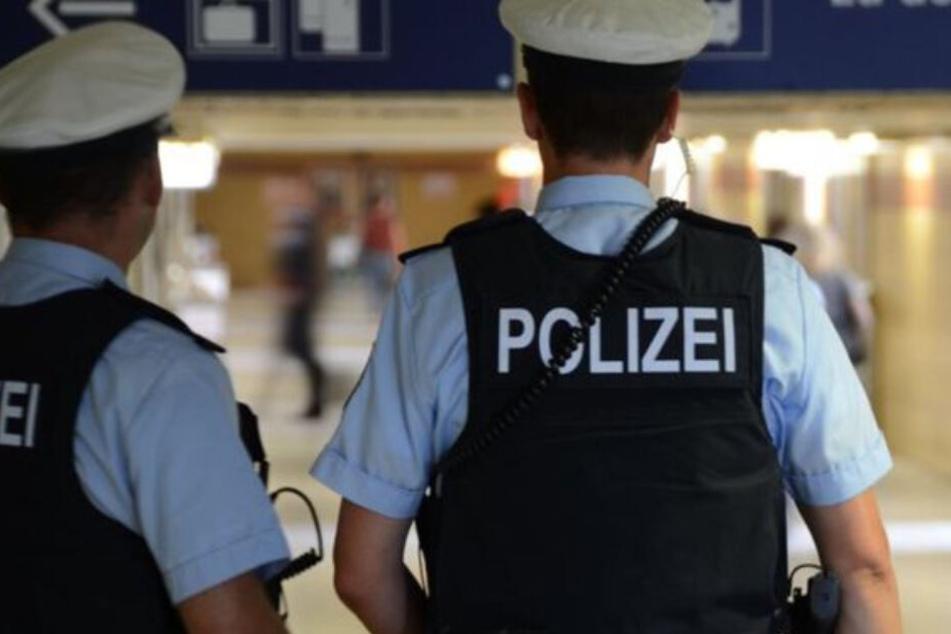 Bundespolizei und Landespolizei mussten sich der aggressiven Frau gemeinsam annehmen. (Symbolbild)