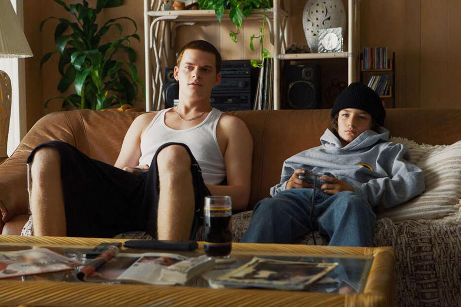 Zocken gemeinsam, haben sonst aber ein widersprüchliches Verhältnis: Ian (l., Lucas Hedges) und Stevie (Sunny Suljic).