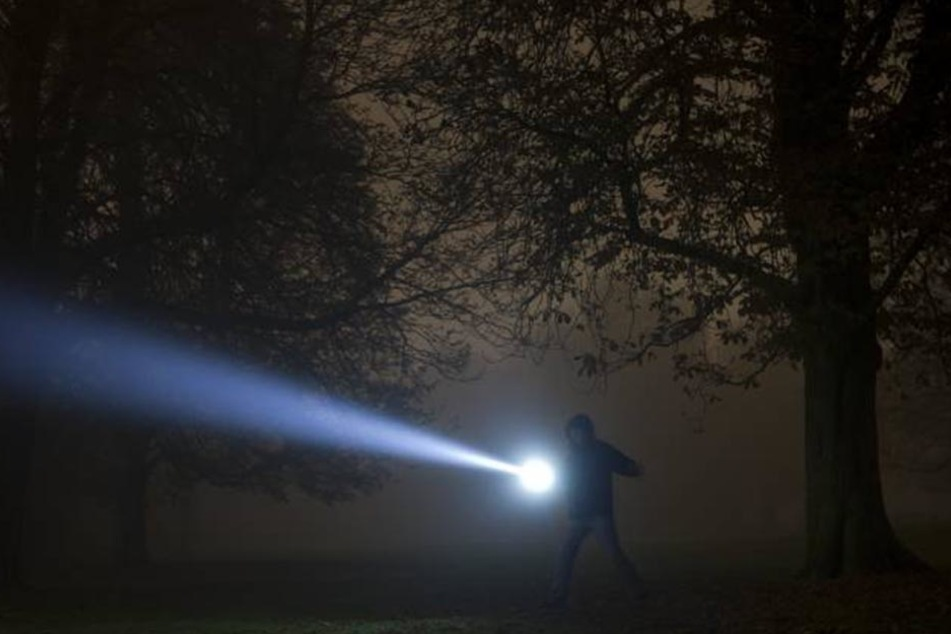 Der Spaziergänger hat sich vermutlich verirrt. Fast 24 Stunden später wurde der 68-Jährige vollkommen unterkühlt entdeckt.