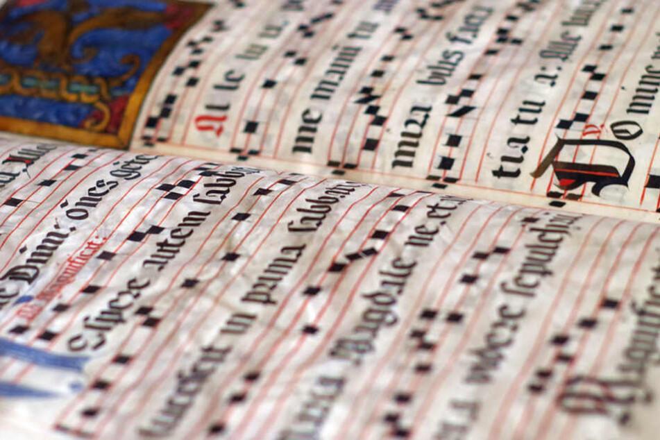 Die alte Schriftkunst der Kalligrafie erfährt dieses Jahr eine Wiederentdeckung bei Weihnachtskarten.