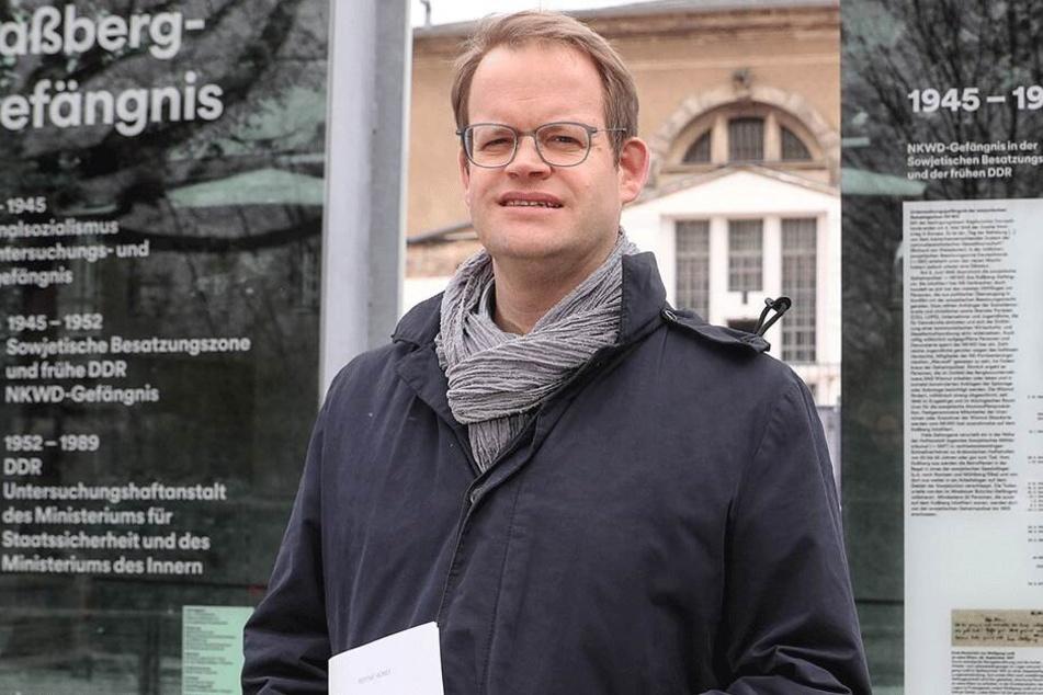 "Politiker Jürgen Renz (44, SPD) hat wegen der Plakate der rechtsextremen Partei ""Der III. Weg"" Anzeige wegen Volksverhetzung erstattet."