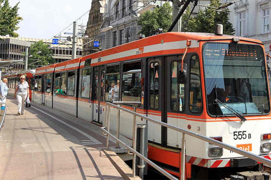 Auf der Linie 2 kam es wegen einer Bahn-Störung zu Verspätungen. (Symbolbild)