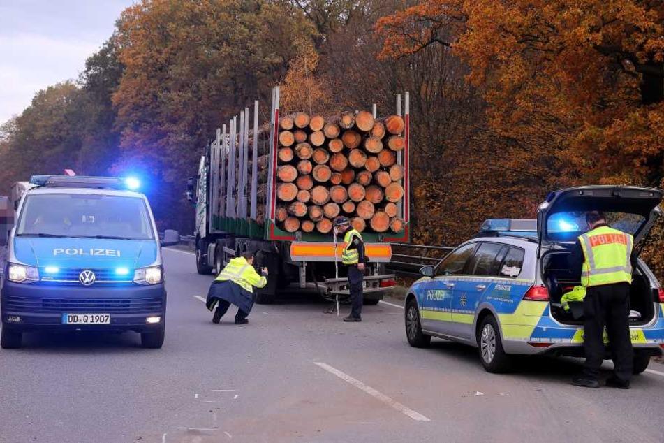War der Holzlaster am Heck unbeleuchtet und krachte der Skoda-Fahrer in den Lkw, weil er ihn in der Dunkelheit zu spät sah?