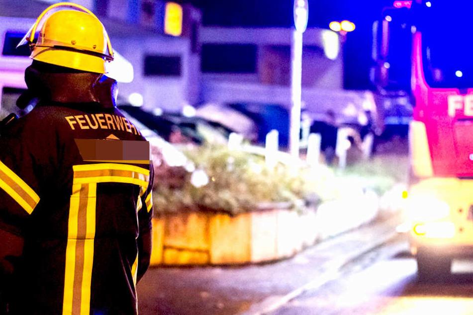 Kameraden der Feuerwehr kämpften gegen die Flammen und rätseln über die Identität eines Toten.