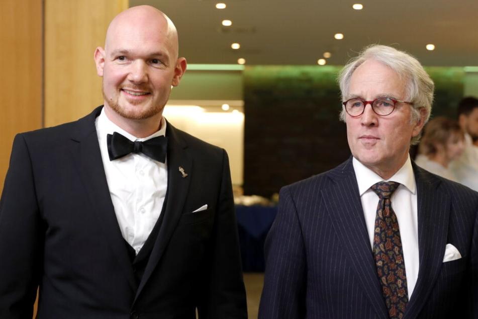 Der deutsche Astronaut Alexander Gerst (l) und der deutsche Botschafter in Russland Rudiger von Fritsch bei einem Empfang in der deutschen Botschaft in Moskau.