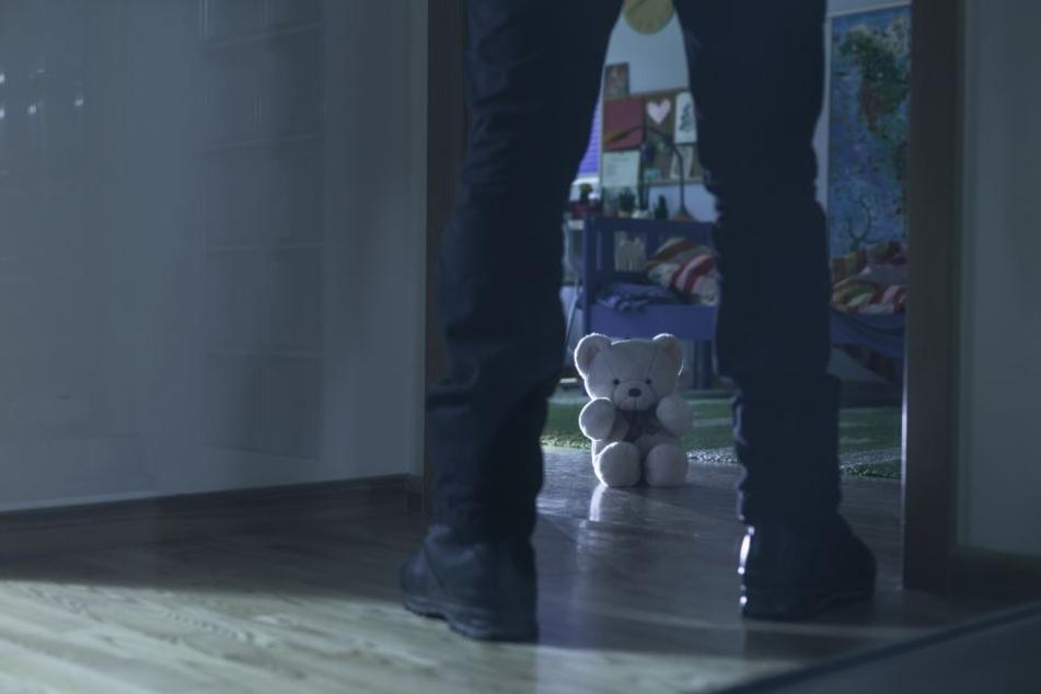 Ein 30-Jähriger steht in Berlin vor Gericht, weil er die kleine Tochter einer Bekannten über Monate hinweg missbraucht haben soll (Symbolbild).