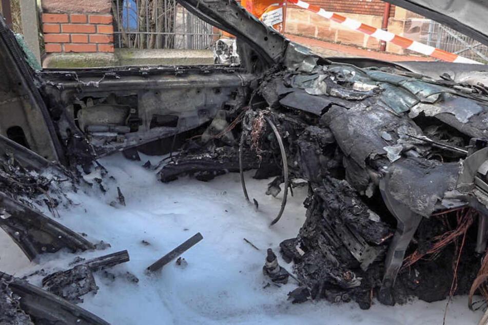 Von dem Wagen der Mutter blieb nach dem verheerenden Feuer nicht mehr viel übrig.