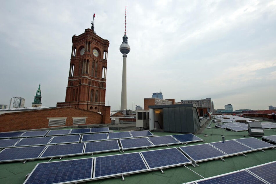 Solaranlagen sollen bald auf vielen Dächern Berlins stehen.