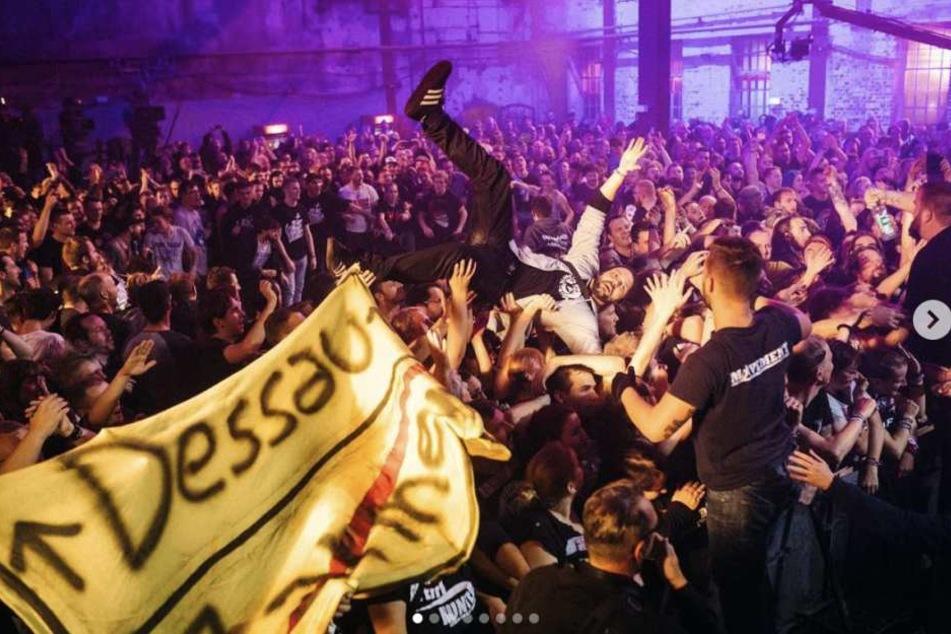 Rund 600 Besucher feierten mit der linken Punkband im Brauhaus statt im Bauhaus.