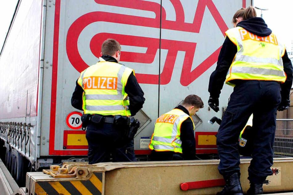 Die Bundespolizei durchsuchte unter anderem den gesamten Güterzug.