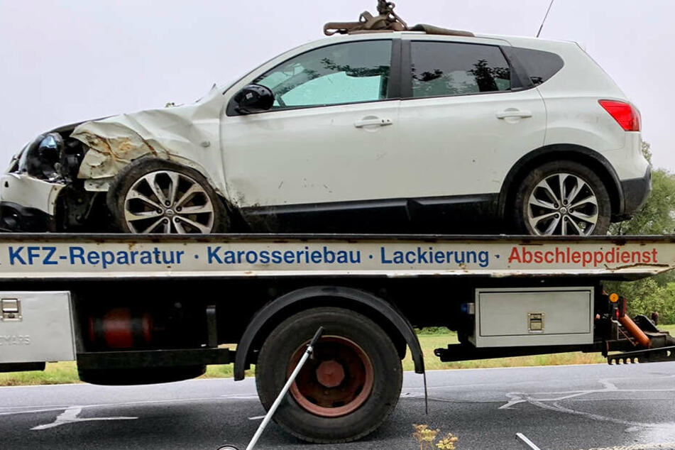 Nissan rammt Apfelbaum: Fahrerin (55) in Klinik!