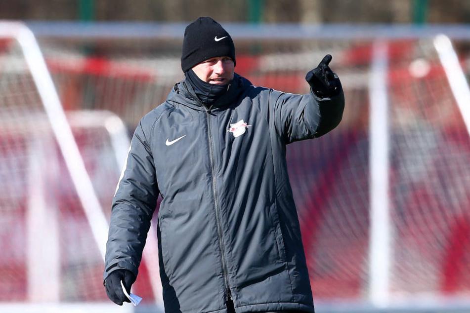 RB-Coach Ralph Hasenhüttl gibt die Richtung an: Nach vorn soll's gehen. Die Köln-Pleite habe man aufgearbeitet, nun wartet das Top-Duell gegen Dortmund.