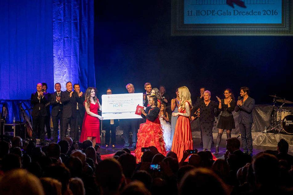 Auch ein Kampf gegen Flutursachen: Auf der HOPE-Gala wird bereits seit zwölf Jahren Geld für HIV-kranke Kinder in Afrika gesammelt.