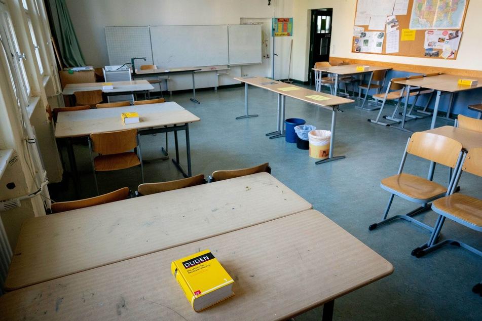 Für die Einhaltung der Abstandsregelungen gegen die Ausbreitung des Coronavirus wurden verschiedene Maßnahmen in den Berliner Schulen zur regulären Durchführung der Abiturprüfungen vorgenommen.