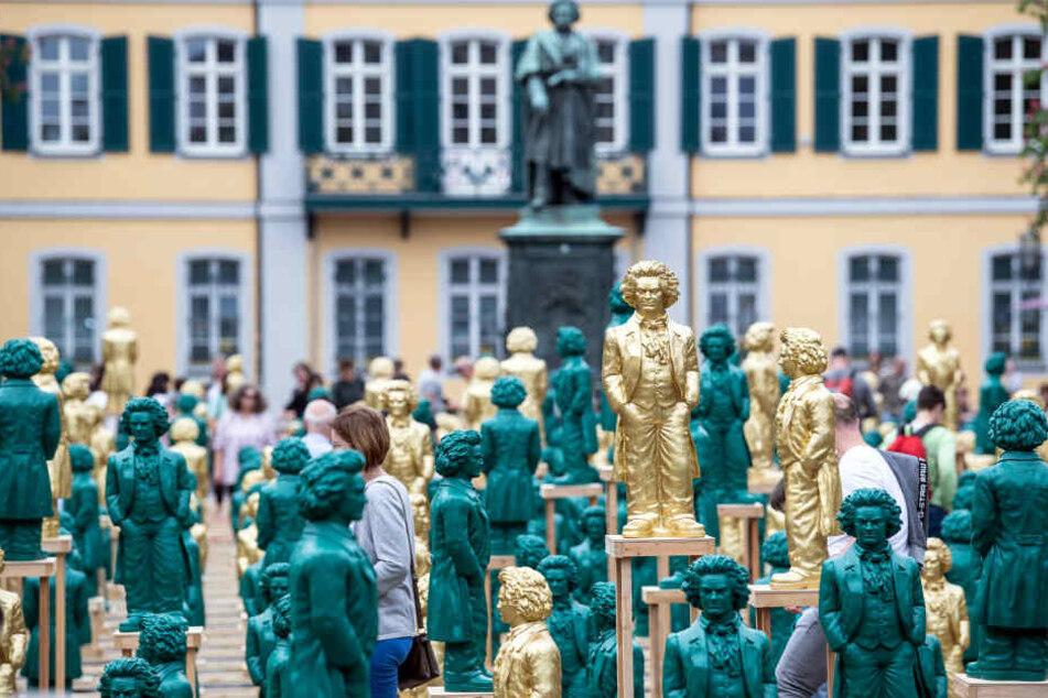 Die Beethoven-Figuren auf dem Münsterplatz sollen nun umgezäunt werden.