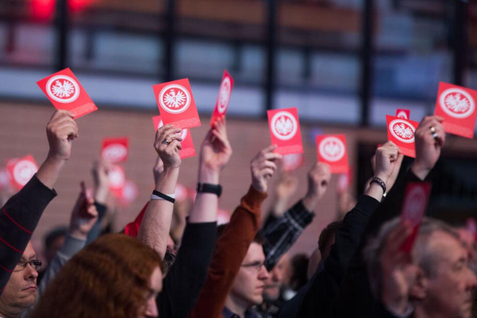 Die Entscheidung soll am Sonntag bei der Mitgliederversammlung der Eintracht offiziell gemacht werden (Symbolbild).