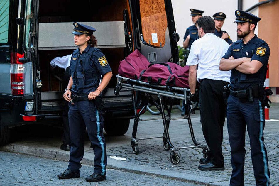 Bei einem Angriff mit einem Messer in einer Münchner Wohnung ist eine 25-jährige Frau tödlich verletzt worden.