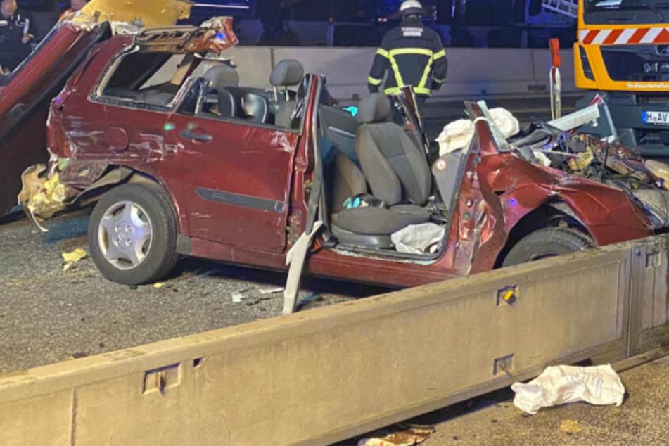Unfall-Drama auf A7: 25-Jähriger schwer verletzt in Wagen eingeklemmt