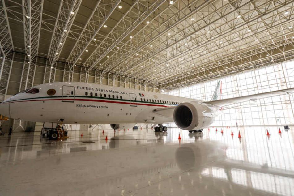 Das Präsidentenflugzeug steht in einem Hangar in Mexiko-Stadt.