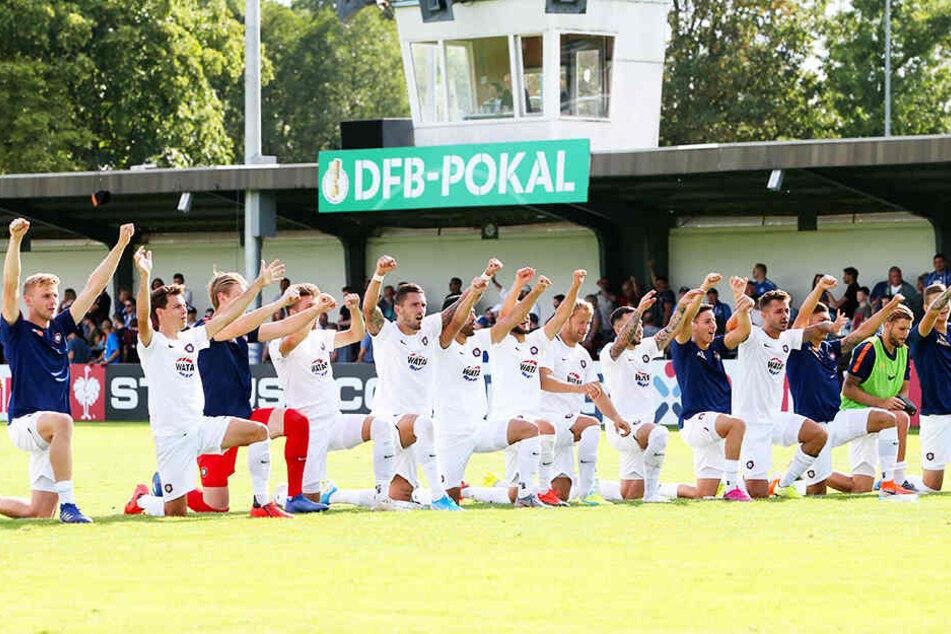 Drittes Spiel, dritter Sieg: Die Veilchen feierten auch in Nordhausen, wenngleich die Aufgabe schwieriger als erhofft war.