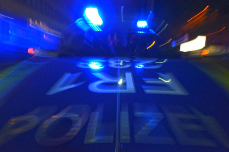Die Polizei entdeckte den Mann, als er einer Fußgängerin offenbar folgte.